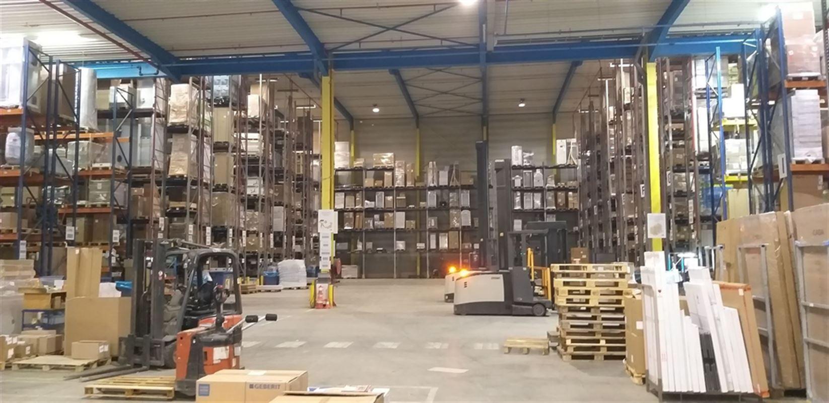 Foto 17 : Fabriek te 8710 SINT-BAAFS-VIJVE (België) - Prijs € 32.512
